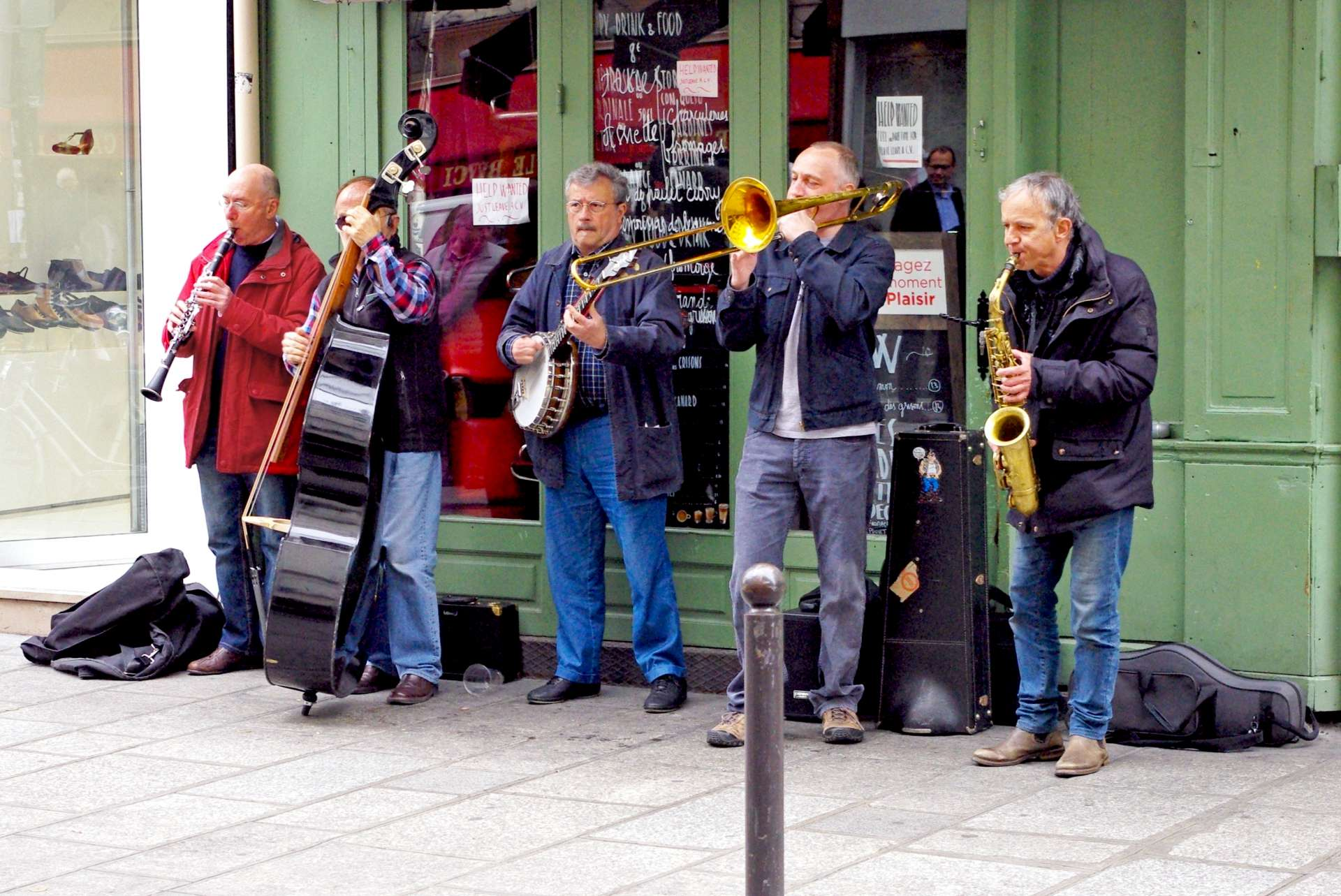 Band playing in St Germain copyright French Moments