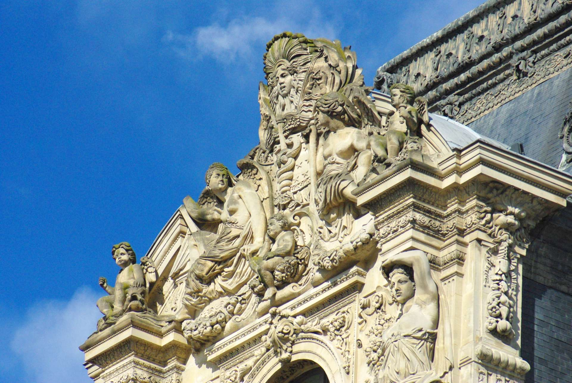 Monumental Paris Louvre © French Moments