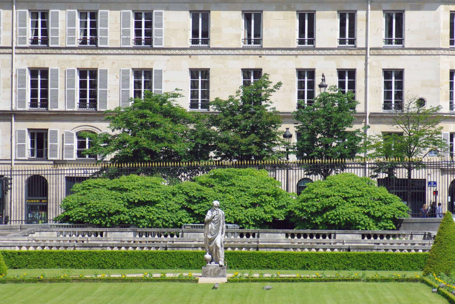 Luxembourg Garden and Rue de Vaugirard © French Moments