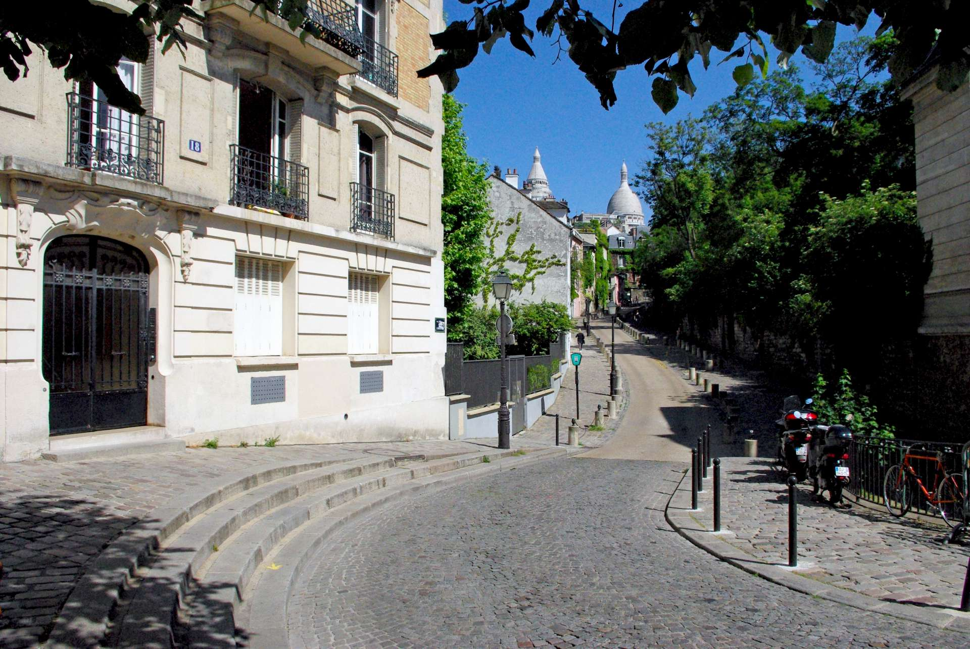 Place Dalida copyright French Moments