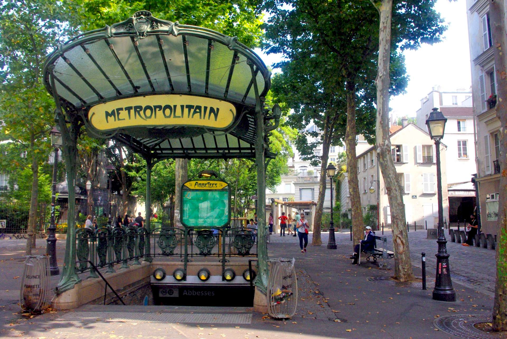 Place des Abbesses copyright French Moments