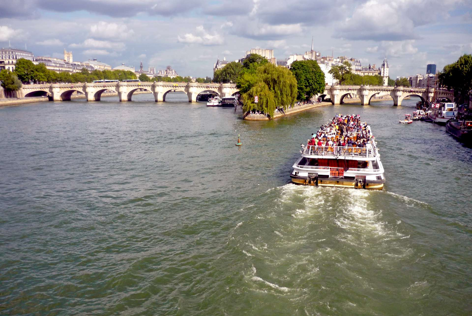 Quais de la Seine 3 © French Moments
