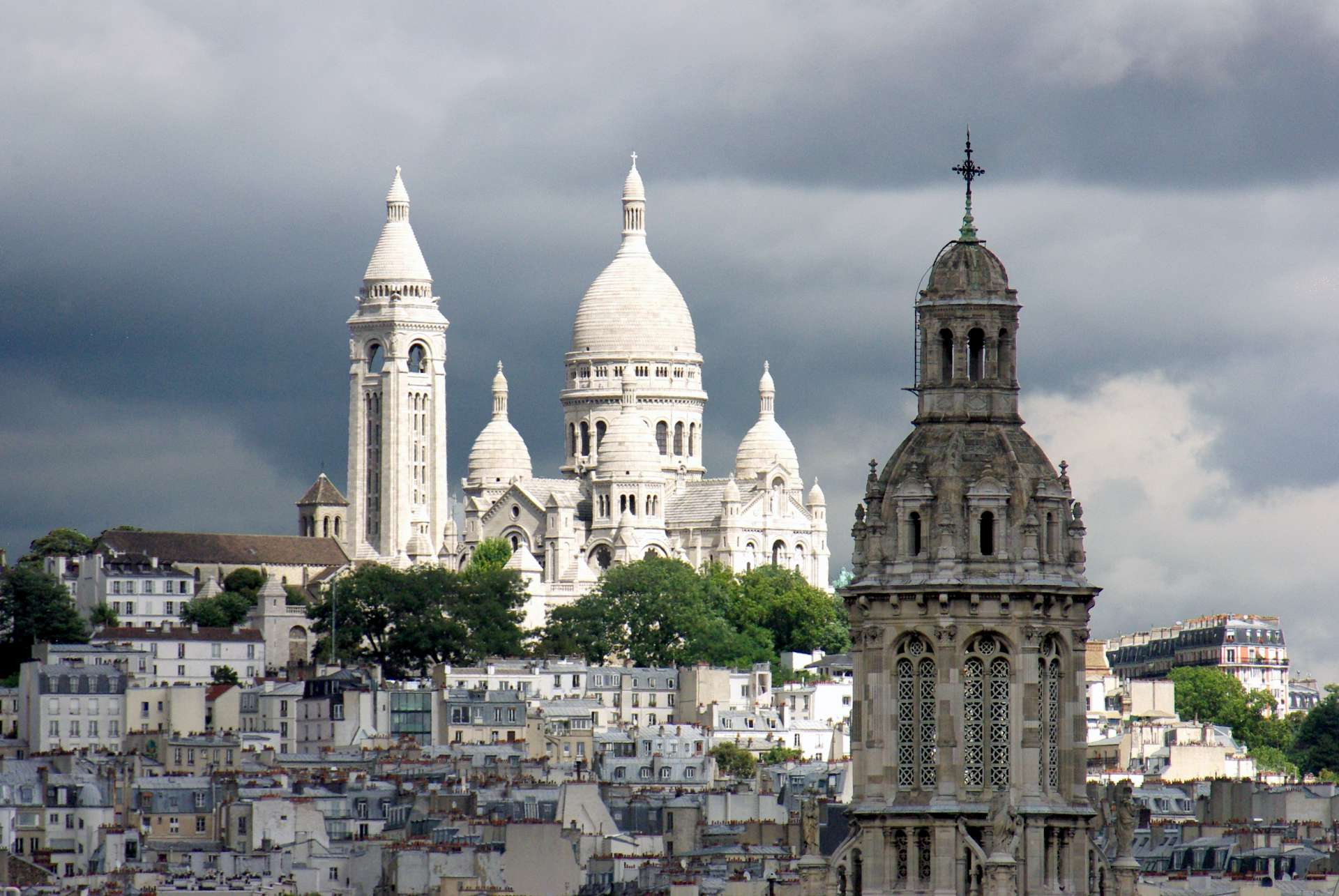 Sacré Coeur from the Grands Magasins copyright French Moments