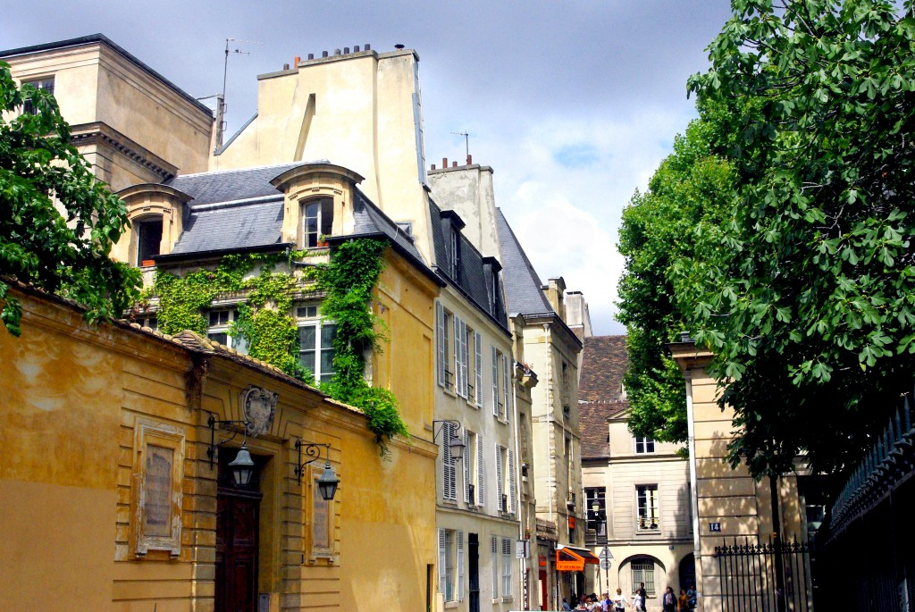 Townhouses in the Marais © French Moments