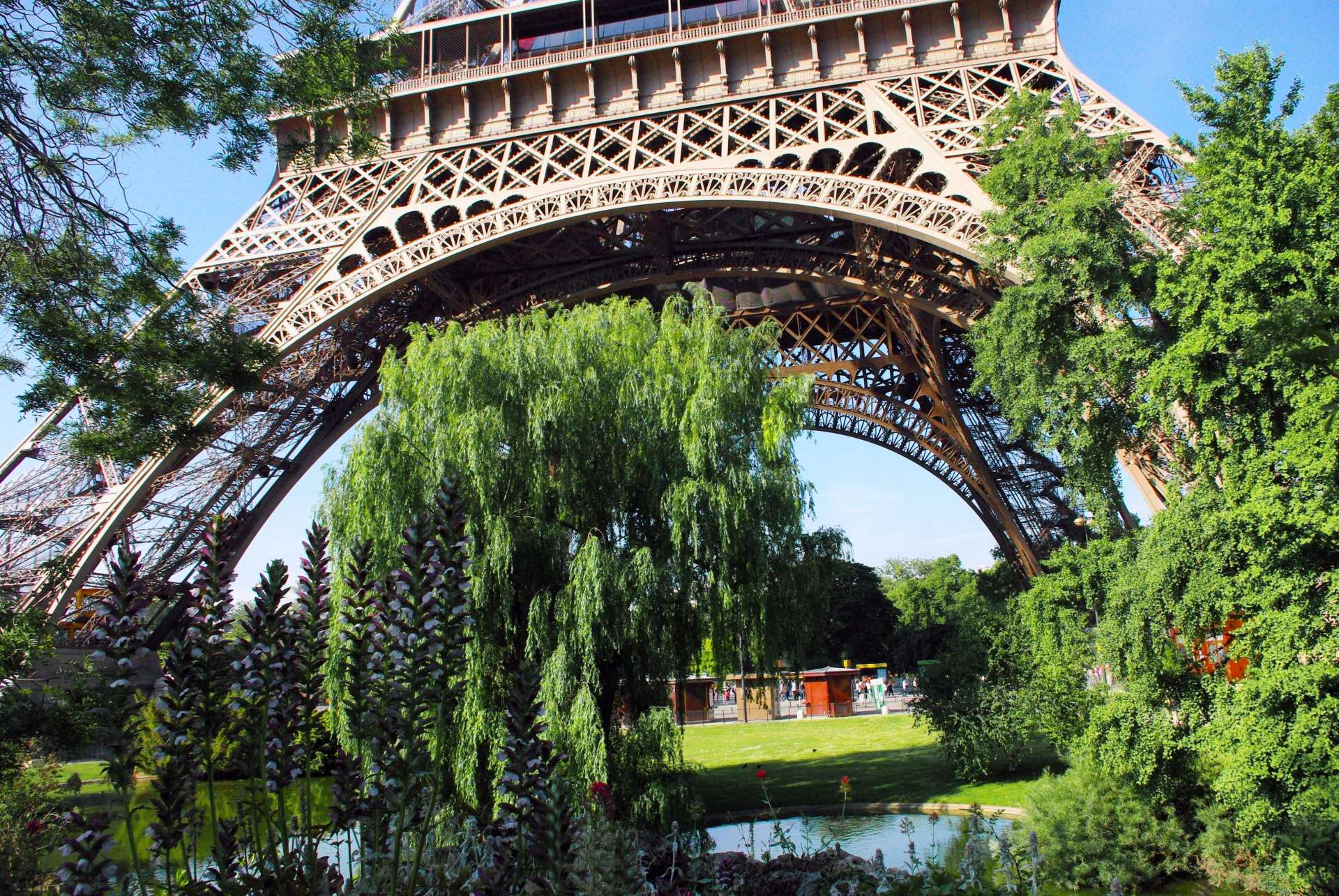 Champ de Mars and Eiffel Tower 04 © French Moments