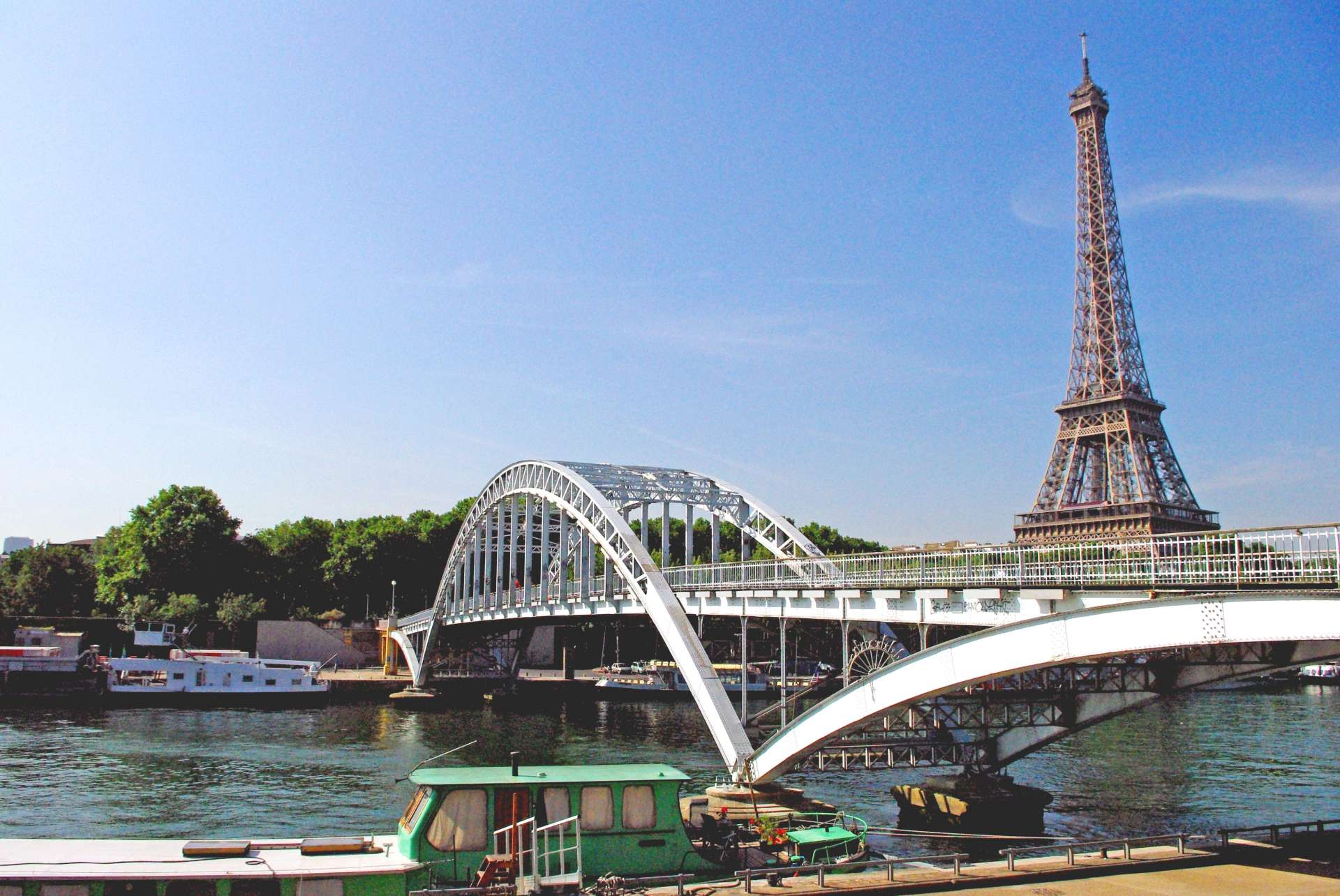 Passerelle Debilly and Eiffel Tower © French Moments