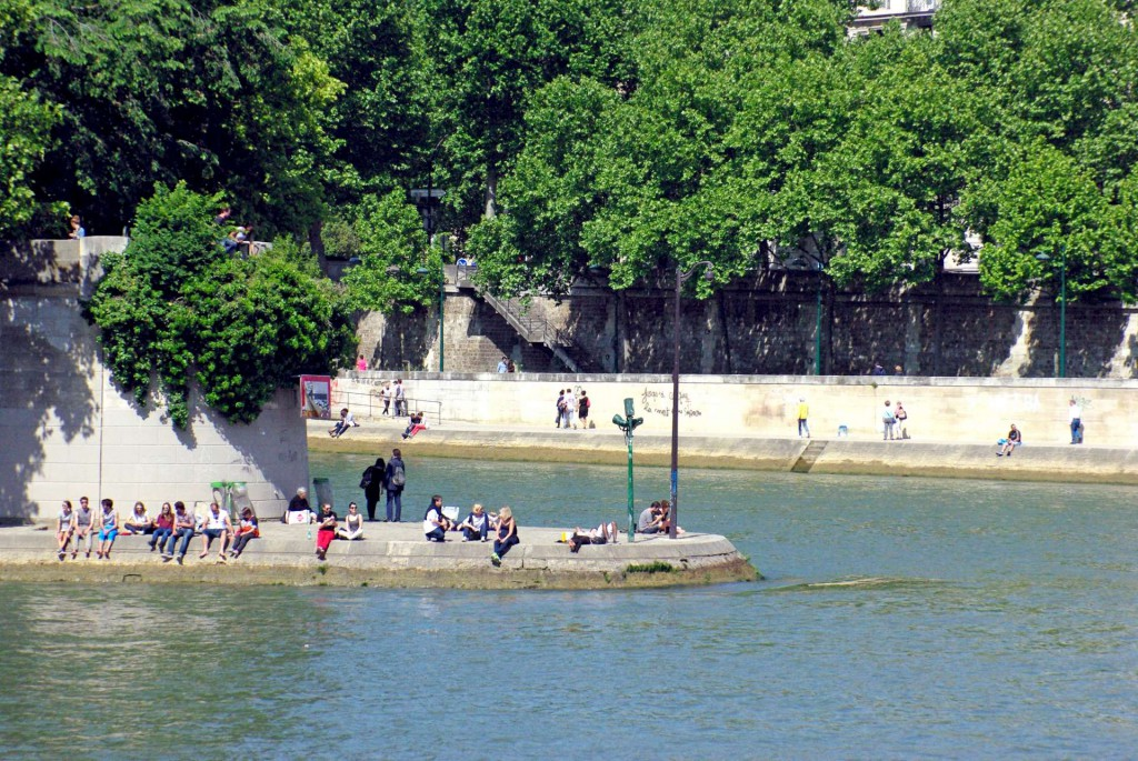 Summer in the Banks of the Seine Paris © French Moments