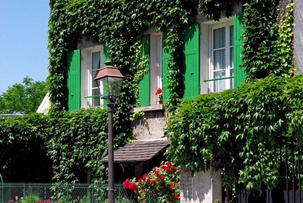 House in Montmartre Rue Saint-Vincent © French Moments